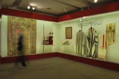 """תערוכת """"חוטים של משי: סיפורה של יהדות בוכרה"""" בבית התפוצות. צילום: אורי גלזר"""